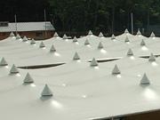 テント地で作られた独創的な屋根