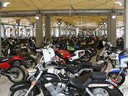 広大な二輪車両展示場